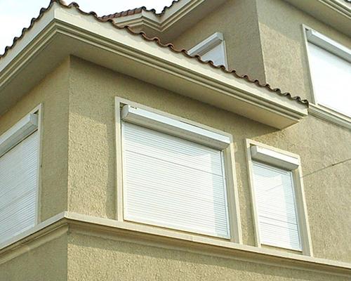 防风一体化卷帘窗